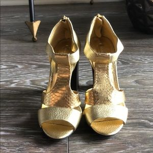 BCBGMAXZARIA gold high heel open toe shoes